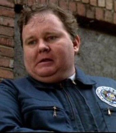 Leslie Easterbrook loca academia de policia